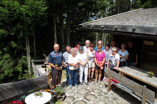 Stammgäste Urig In die Mahder Sommer  Wandern
