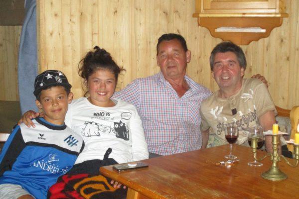 Familienzeit In die Mahder In der Hütte