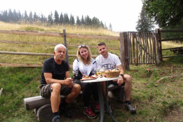 Genuss In die Mahder Speckjause Wandern Berge Sommer